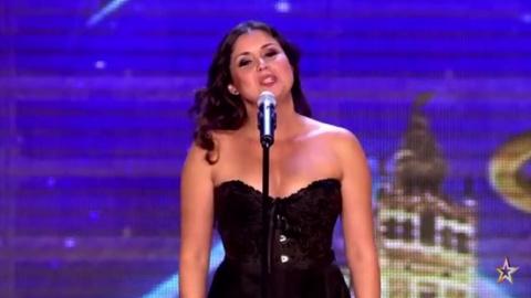 Девушка пела оперную арию, когда с нее слетело платье… То, что было после этого, сразило наповал и зрителей, и жюри!