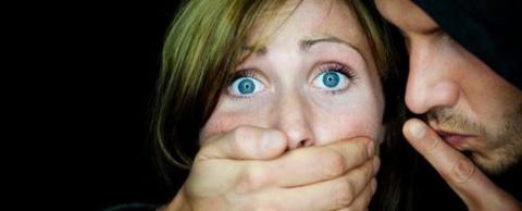 История о том, как два насильника к беззащитной девушке пристали