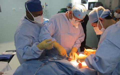 Больницы по всей Украине начали отменять операции из-за нехватки денег на лекарства и наркоз
