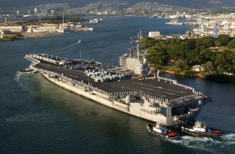 СМИ: авианосец ВМС США Ronal…