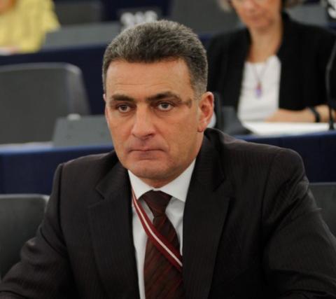 «Политические дворняги потявкали на Путина»