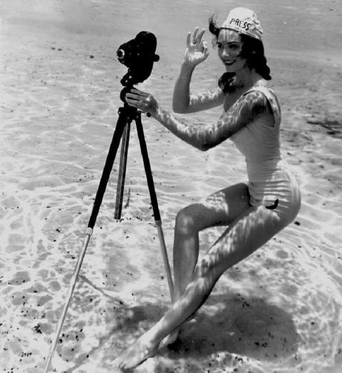 Эротические снимки девушек под водой... 1938 года