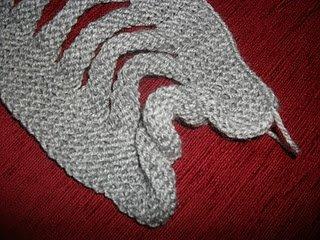 Интересная техника вязания спицами