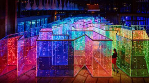 Радужный лабиринт на фестивале искусств в Китае
