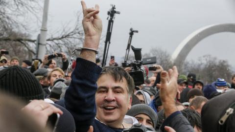 Саакашвили не подозревают в …