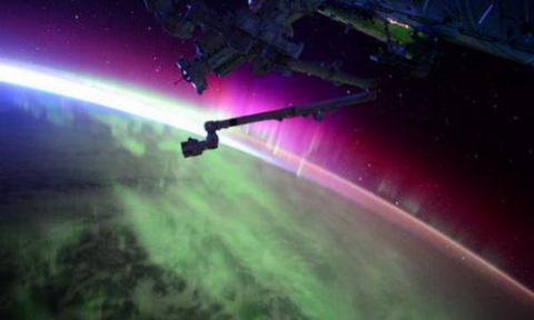 НЛО «атакует» МКС на расстоя…