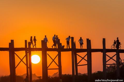 Мьянма. Ловля солнца на тиковом мосту