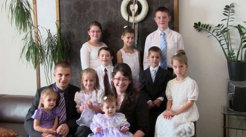 Немецкая семья с 10 детьми с…