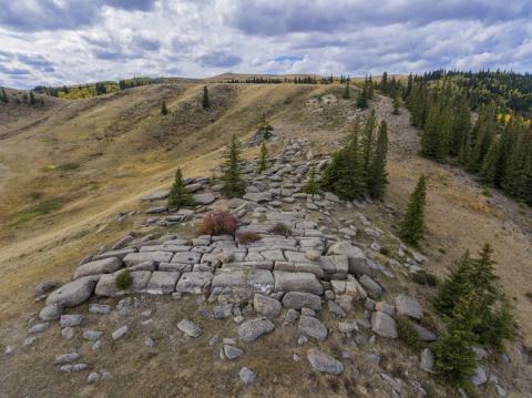 Каменное сооружение в Саскачеване: Природное творение или дело рук человека?