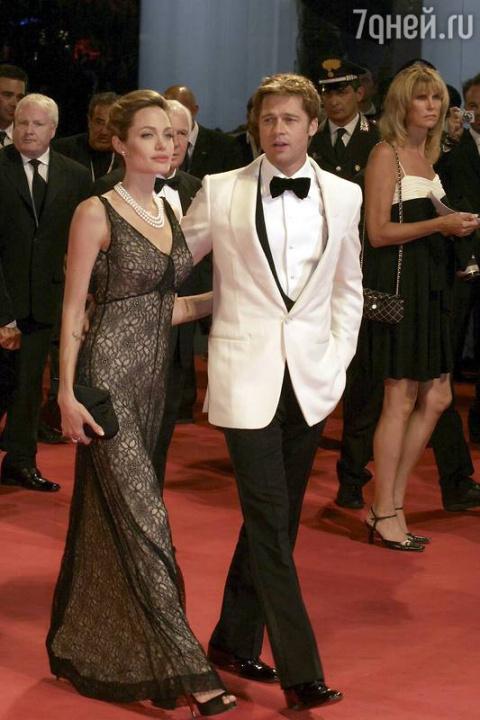 Анджелина Джоли изолировала …