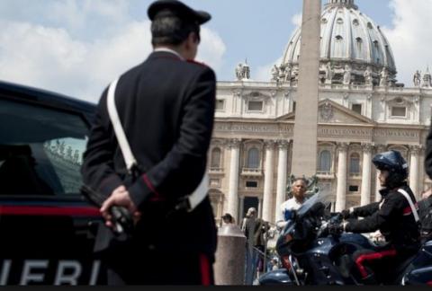 Новости мира: Полиция Ватикана устроила облаву на квартиру кардинала, где была гей-оргия