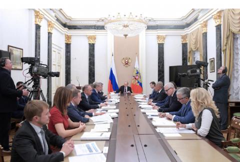 """Путин предложил """"не разочаровывать"""" западные СМИ, заявившие о строительстве в РФ телепорта"""