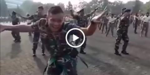 Солдат своим танцем взорвал интернет!