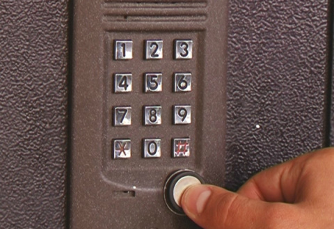 Как открыть домофон без ключ…