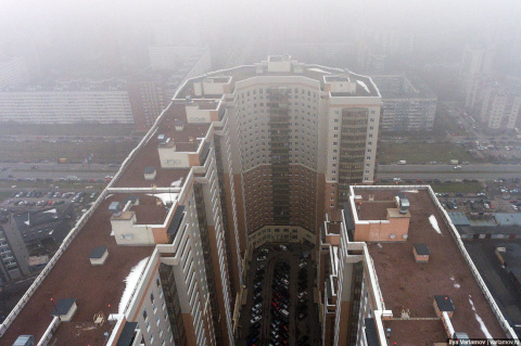 Почему в России строят такие дома??? И зачем??? И для кого???