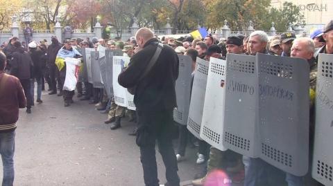 В Киеве митингующие готовы ш…
