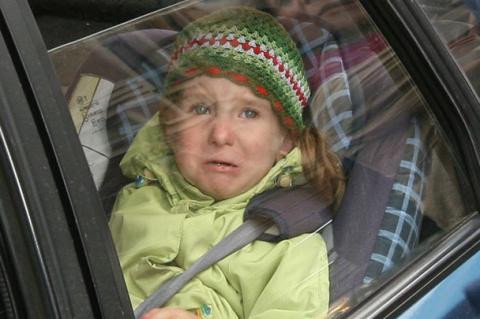 Детей запретили оставлять одних в машине