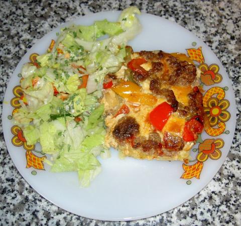 Картофельная запеканка с фаршем и болгарским перцем.