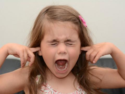 """Девочка лет 7 валяется по полу в магазине: """"Купи-купи-купи! """", сын меня спросил: """"Мама, она дура? """"..."""