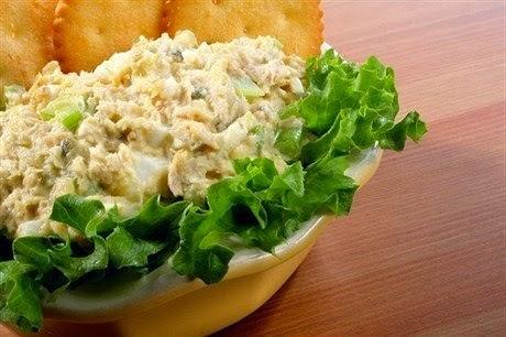 Салат с рыбными консервами и…