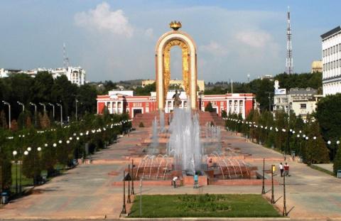 Таджикистан кинул камень в историю СССР