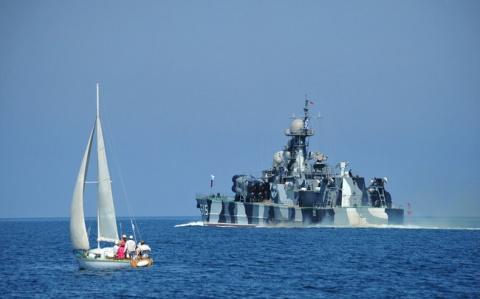 """Крутой корабль! Вот из-за этого российского корабля, в сопровождении """"Адмирала Кузнецова"""", у англичан и французов на Ла-Манше """"отвисла челюсть"""""""