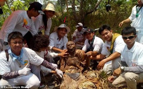 На кладбище Таиланда нашли с…