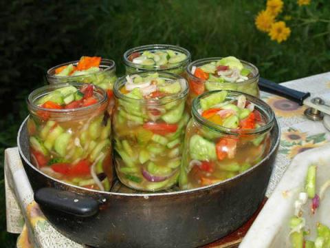 Вкусный салат из огурцов переростков на зиму