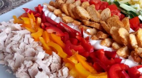 Красочный и легкий салат на …