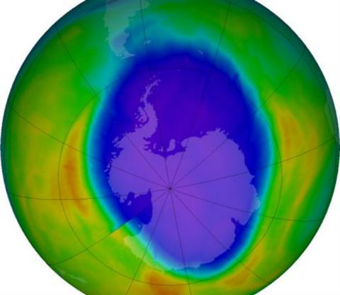 Над Антарктидой появилась ог…