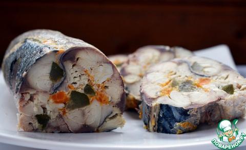 Рулет из скумбрии с морковью и яйцом