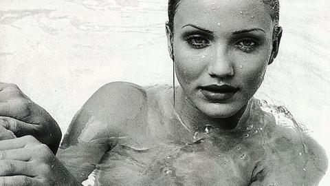 Кэмерон Диас в бассейне. Забытая фотосессия