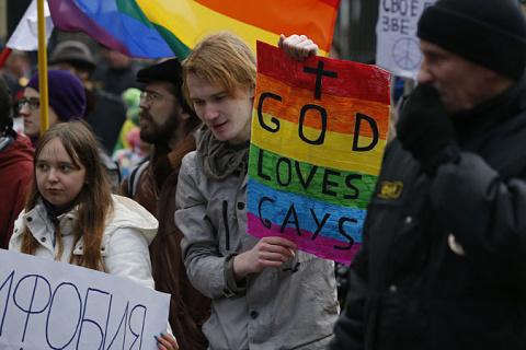 Ода массовому исходу геев из России в Страну тюльпанов