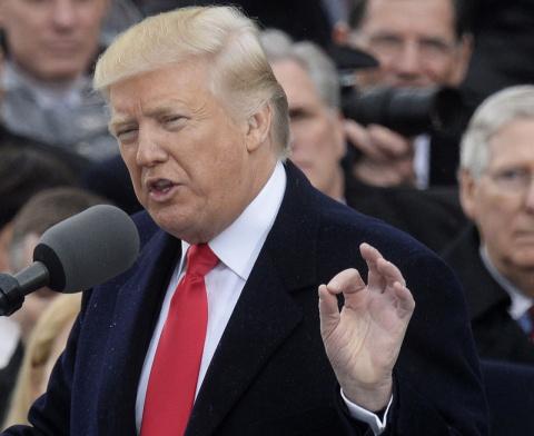 """Трамп :  бюджет США находится  в """"ужасном состоянии"""" и вышел из-под контроля"""