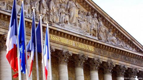 Парламент Франции выразил доверие новому правительству