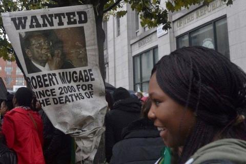 СМИ сообщили о бегстве президента Зимбабве из страны