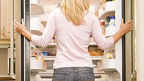 Почему нас вечно тянет перекусить