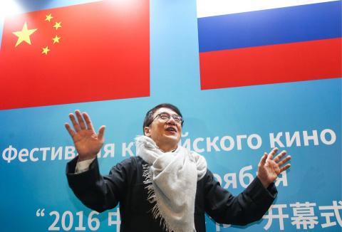 Джеки Чан замерз в России