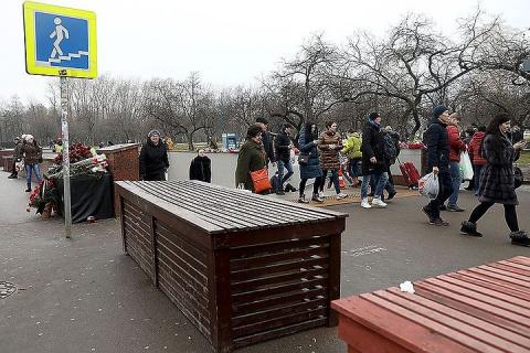 В Москве демонтируют бетонные блоки, установленные возле подземных переходов