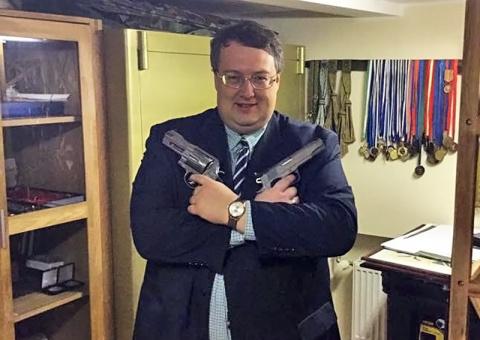 Антон Геращенко как жертва. Олег Денежка