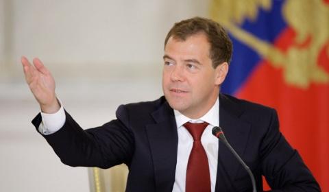 Медведев поздравил работнико…