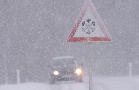 Автопилот vs водитель: кто лучше выдержит испытание снегом и льдом?