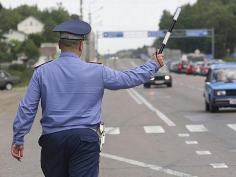 Полицейский остановил машину…