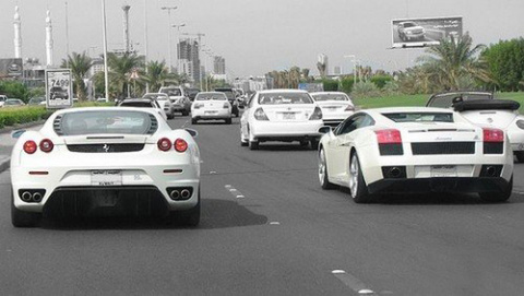 АВТОМАШ. Белый автомобиль