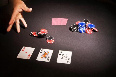 США и Лондон разыгрывают покер и блефуют: кто в ЕС окажется «болваном»?