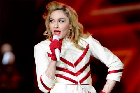 Мадонна переезжает к возлюбленному в Португалию