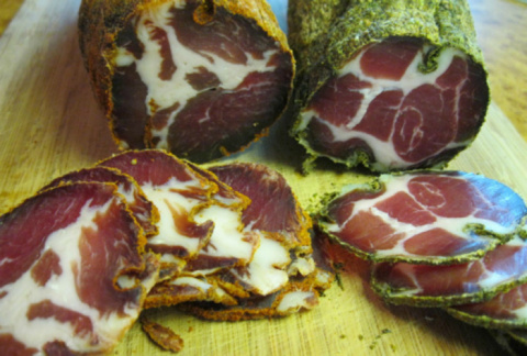 Начинаем готовить деликатесы на Новый год: лучший рецепт вяленого мяса!
