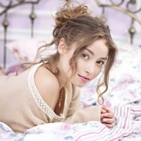 Звезда «Молодежки» Юлия Маргулис растопила лед во время эротической фотосессии для Maxim