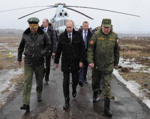 СМИ: Путин нанес тройной удар