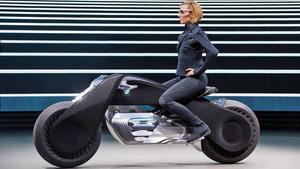 Мотоцикл будущего от BMW поз…